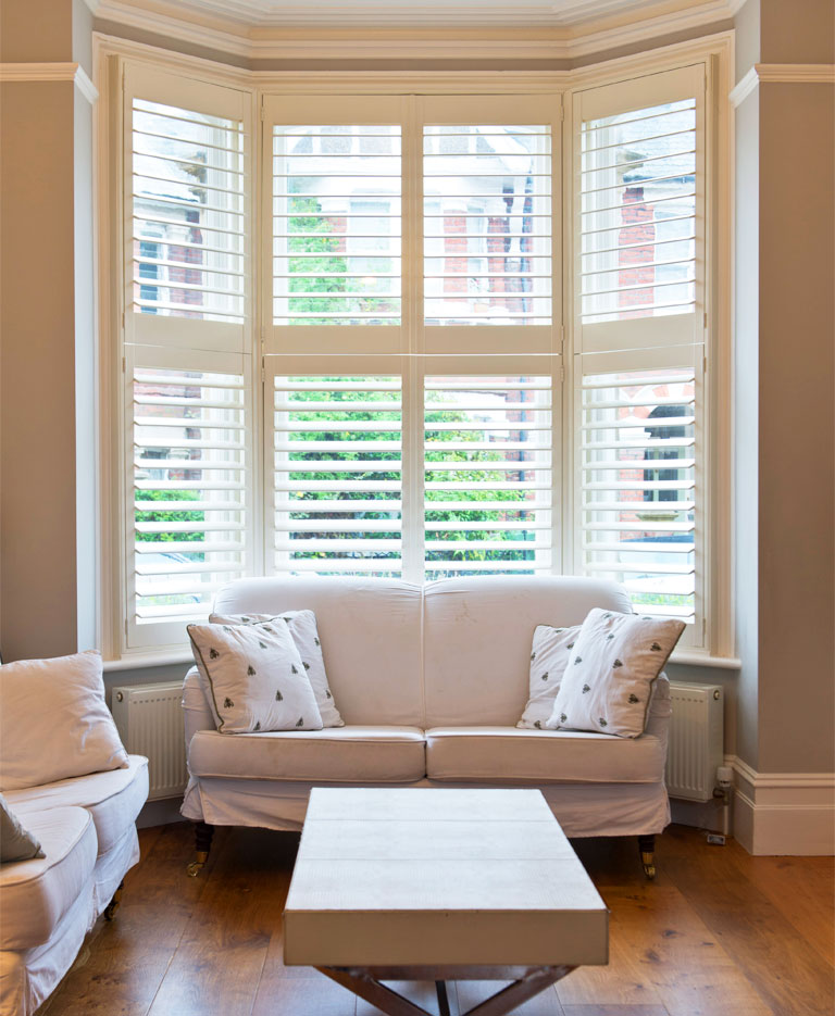 Interior plantation shutters uk for Interieur shutters