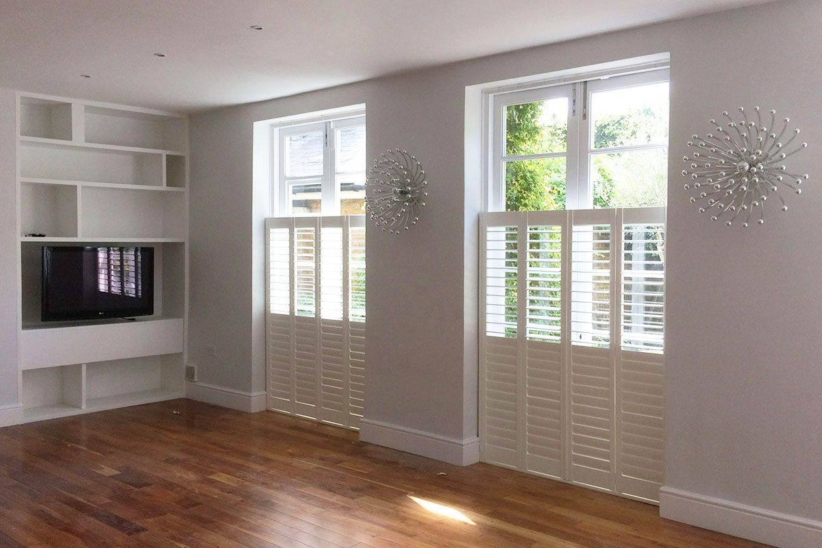 Cafe Style Shutters with a Hidden Break in the Living Room