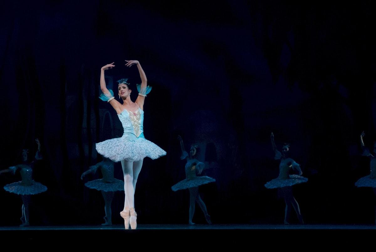 balance-ballerina-ballet-46158-by-plantation-shutters-min.jpg
